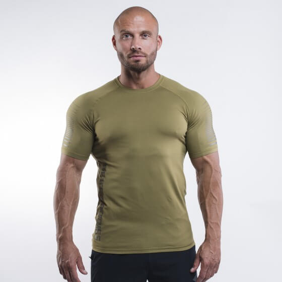 Better Bodies Performance PWR Tee, military green i gruppen Kläder / För Honom / T-Shirts hos Tillskottsbolaget (BBPERFORMANCE009)